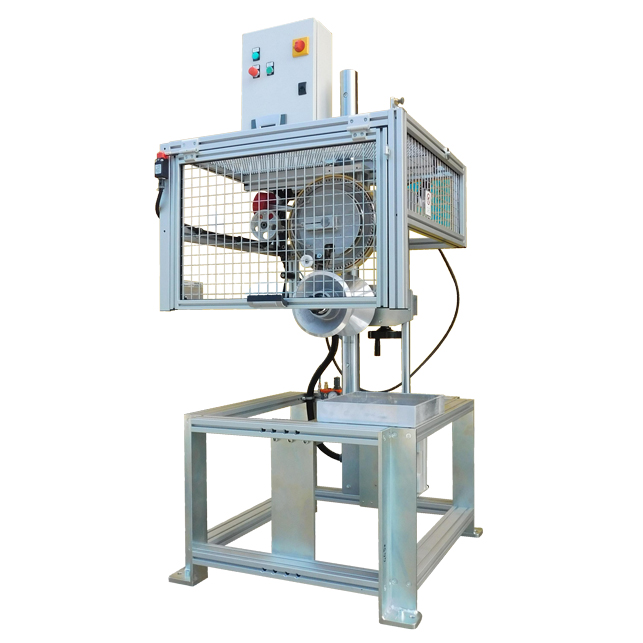 Unit for embossed hot-marking at the exit of the extrusion head, marking made at 0°. With total safety guard according to CE standards, with pneumatic return of the marking wheel. Machine with safety guard closed.