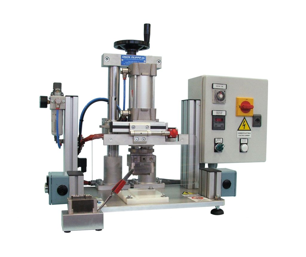 Pneumatic hot marking machine without colored tape, with a manual switch for the marking of particular surfaces.